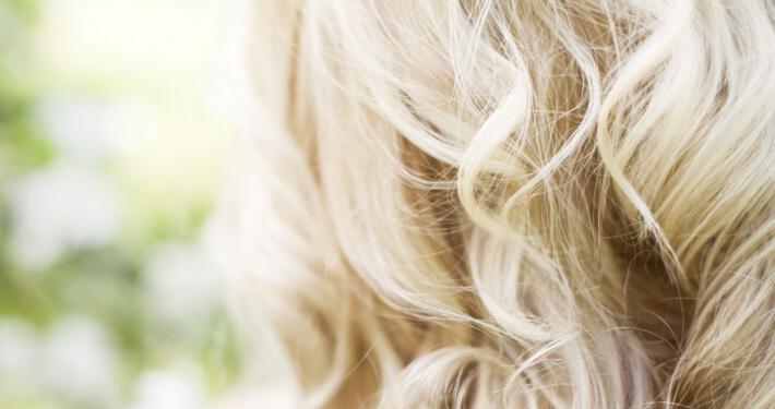 platinum blond haar krullen slag LysandroCicilia hairstyles kapper amsterdam